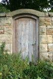 Puerta del jardín secreto Fotografía de archivo libre de regalías