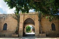 Puerta del monasterio Beit Jamal Fotos de archivo