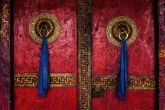 Puerta del monasterio de Spituk Ladakh, la India fotos de archivo