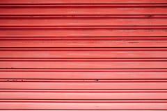 Puerta del obturador del color rojo fotos de archivo