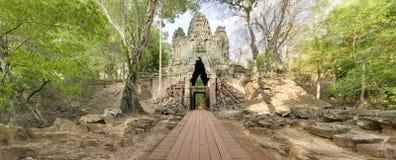 Puerta del oeste, Angkor Thom, Camboya Imagen de archivo