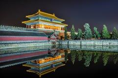 Puerta del palacio imperial con la reflexión Pekín fotografía de archivo libre de regalías