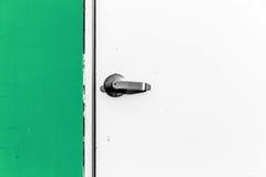 Puerta del primer con el botón de puerta del metal imagen de archivo libre de regalías