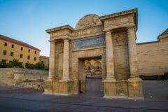 Puerta del puente de Córdoba Imagen de archivo
