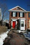 Puerta del rojo de la casa urbana Imagen de archivo