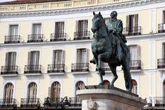 puerta del Sol。 卡洛斯III纪念碑在马德里 免版税库存照片