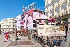 Puerta del Sol, ο καύτερα - γνωστό και πιό πολυάσχολο τετράγωνο στη Μαδρίτη Στοκ Φωτογραφία