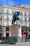 卡洛斯雕象III在Puerta del Sol,马德里 库存照片