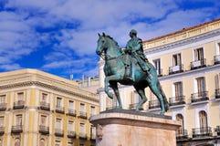 Staty av Carlos III på Puerta del Solenoid, Madrid Royaltyfri Fotografi
