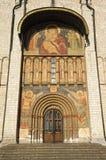 Puerta del sur de Korsun con los frescos en la catedral de la suposición de t Fotografía de archivo