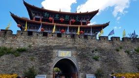 Puerta del sur de la ciudad vieja de Dali, Yunnan, China imágenes de archivo libres de regalías