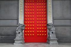 Puerta del templo chino Fotografía de archivo
