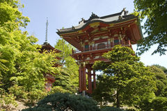 Puerta del templo, con la pagoda fotografía de archivo libre de regalías