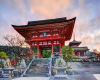 Puerta del templo de Kiyomizu-dera foto de archivo libre de regalías