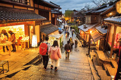 Puerta del templo de Kiyomizu-dera en Kyoto, Japón Foto de archivo libre de regalías