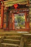 Puerta del templo del shan del bao de Wei, Yunnan, China Foto de archivo libre de regalías