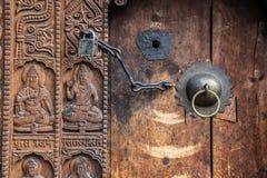 Puerta del templo del pueblo de Manala Foto de archivo libre de regalías