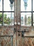 Puerta del vidrio y de madera del claro de la ventana del vintage Foto de archivo libre de regalías