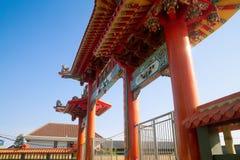 Puerta delantera grande tradicional china Foto de archivo libre de regalías