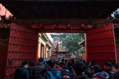 Puerta dentro de la ciudad Prohibida durante el Año Nuevo chino, Pekín, China Imagenes de archivo