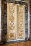 Puerta dentro del palacio de Versalles Imagen de archivo libre de regalías