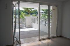Puerta deslizante abierta Imagen de archivo
