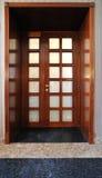 Puerta doble de lujo de madera Imagen de archivo