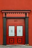 Puerta doble roja del número 20 imagenes de archivo