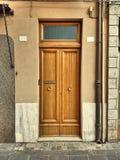 Puerta doble simple de madera Imagen de archivo