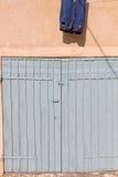 Puerta doble vieja del garaje Foto de archivo libre de regalías
