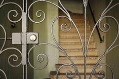 Puerta elegante con las escaleras Imagen de archivo libre de regalías
