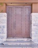 Puerta elegante contemporánea del metal de la casa imagen de archivo