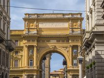 Puerta en el cuadrado del della Repubblica de la plaza de la república en Florencia Imágenes de archivo libres de regalías