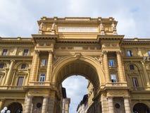 Puerta en el cuadrado del della Repubblica de la plaza de la república en Florencia Imagenes de archivo