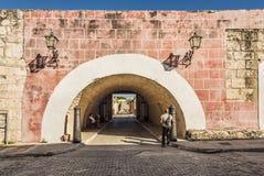 Puerta en el la Cabaña La Habana del museo de la fortaleza fotos de archivo libres de regalías