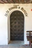 Puerta en el monasterio de Troyan, Bulgaria del hierro labrado Imagen de archivo