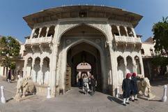 Puerta en el palacio real, Jaipur, Rajasthán, la India Foto de archivo
