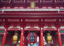 Puerta en el templo en Asakusa, Tokio, Japón de Senso-ji Foto de archivo