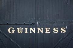 Puerta en la cervecería del almacén de Guinness en Dublín fotografía de archivo libre de regalías