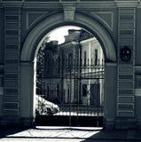 Puerta en la ciudad foto de archivo libre de regalías