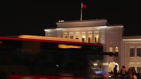 Puerta en la noche, Manama 01 de Bahrein Souk del al de Bab - lapso de tiempo almacen de video