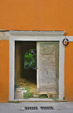 Puerta en Skradin foto de archivo