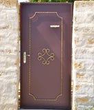 Puerta en una cerca de piedra Fotografía de archivo libre de regalías