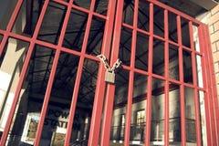 Puerta encadenada Fotos de archivo