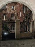 Puerta, entrada a un jardín Fotos de archivo
