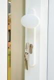 Puerta esmaltada doble de Upvc con claves en el bloqueo Fotografía de archivo libre de regalías
