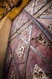 Puerta espléndida de una iglesia barroca Fotografía de archivo
