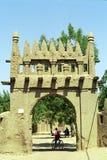 puerta Fango-construida, Djenne, Malí imagenes de archivo