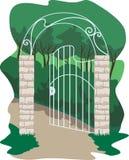puerta forjada en el jardín Foto de archivo libre de regalías