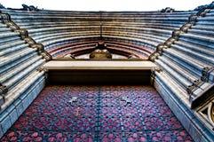 Puerta gótica de la iglesia Fotos de archivo